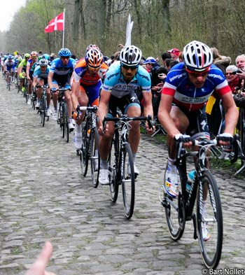 Booned led by Chavanel in Arenberg